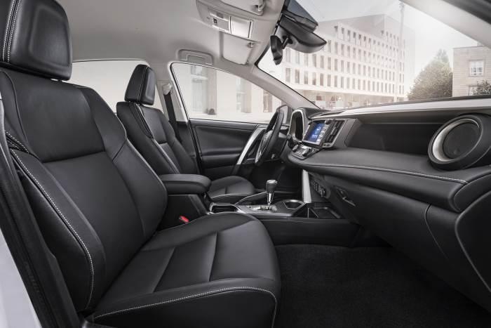 foto-salona-Toyota Rav 4