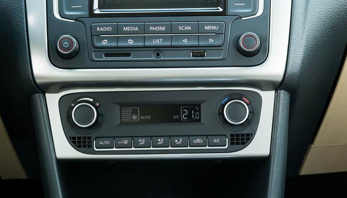 fotografii-salona-VW-Polo-sedan