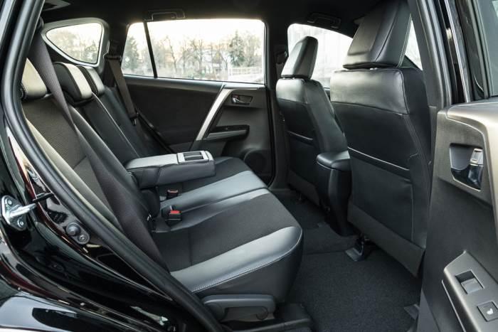 salon-Toyota Rav 4