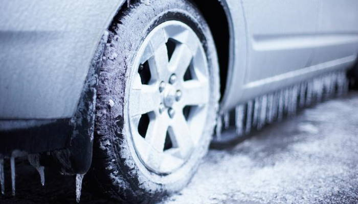 машина в мороз