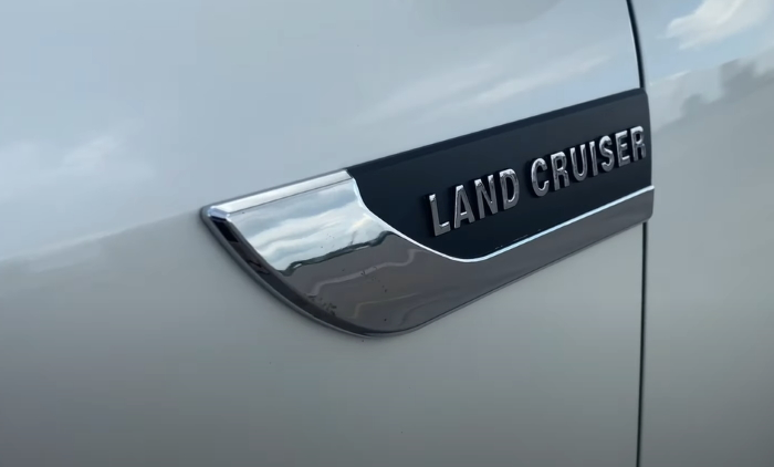 Новый Тойота Лэнд Крузер 2021 фото