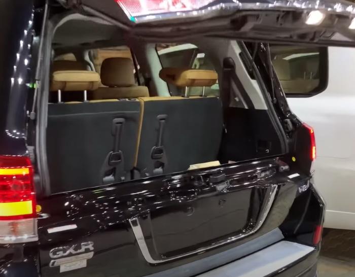 Новый Тойота Лэнд Крузер 2021 фото багажника