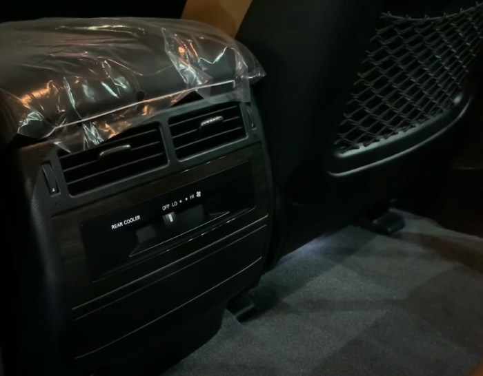Новый Тойота Лэнд Крузер 2021 фото салона