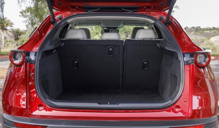 новая Мазда СХ 30 фото багажника