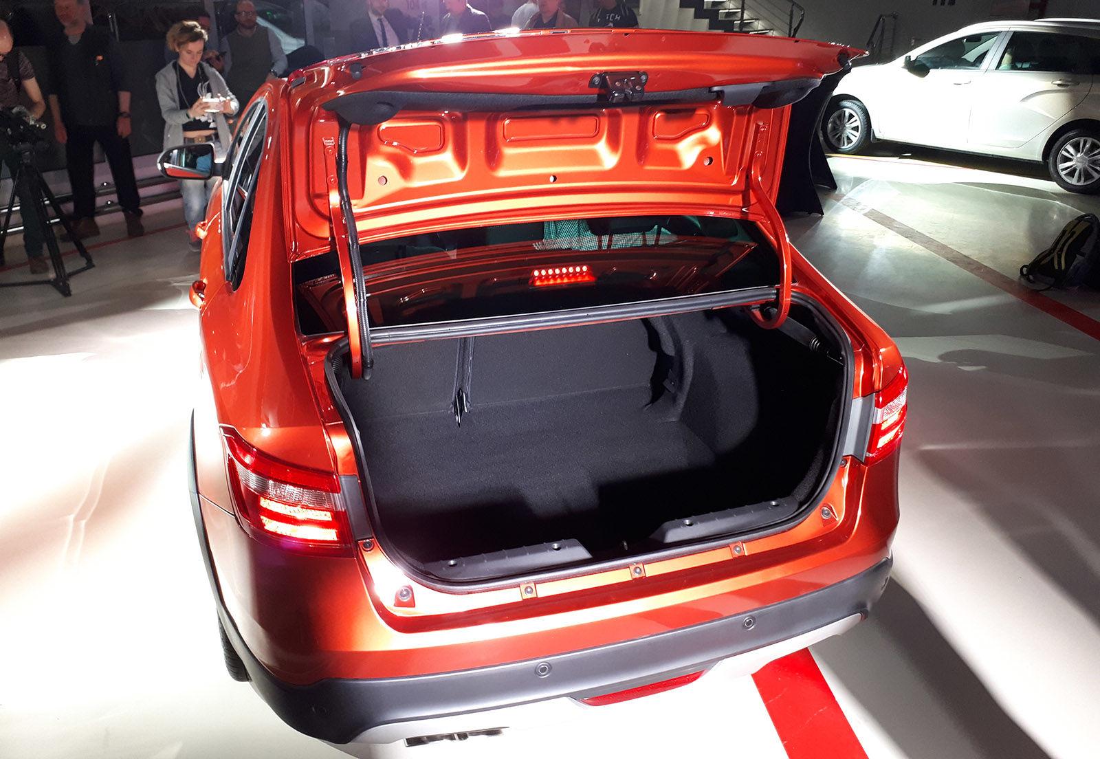 Фото багажника Lada Vesta 2021